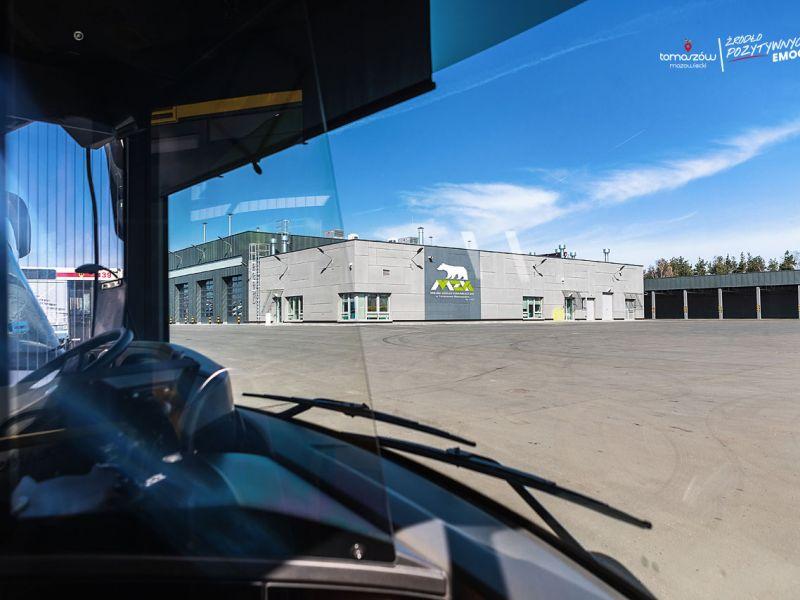 Na zdjeciu widok bazy MZK z perpsektywy szoferki autobusu